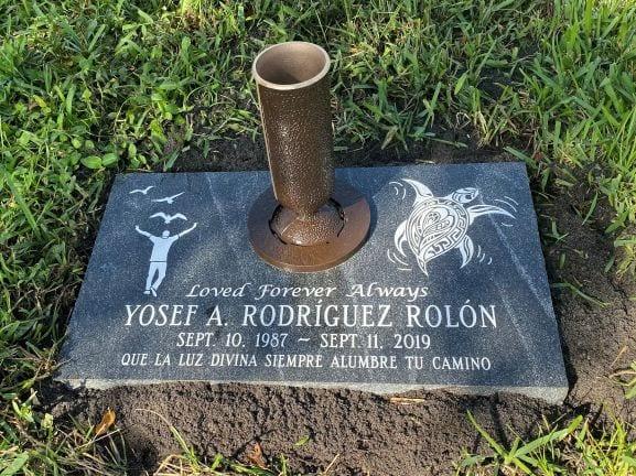 Rolon Flat Gravestone with Vase